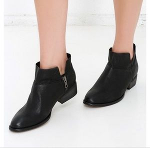 Seychelles Snare Black Leather Ankle Booties